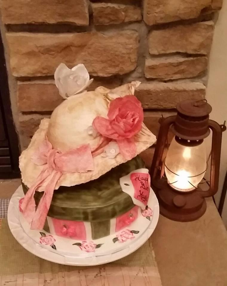 #icingsmiles #vintagecake #hatcake