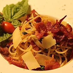 Spaghetti with Fried Bacon and Chilli