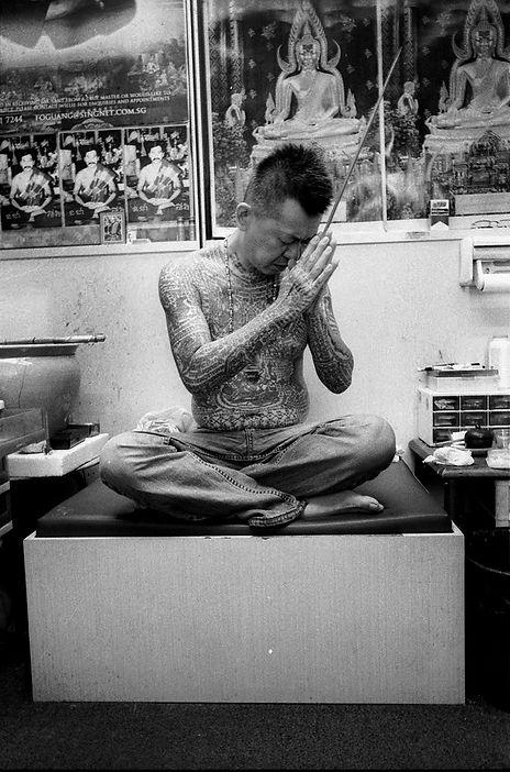 Melvin Mapa Ajahn Heng praying at Fo Guang Hang Singapore