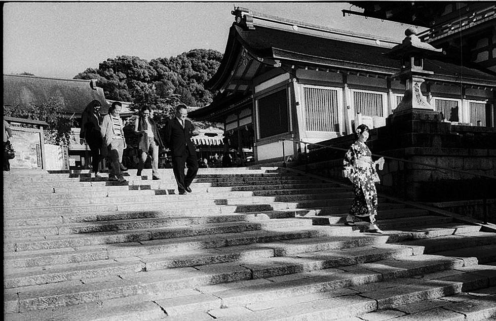 Girl-in-kimono-2.jpg