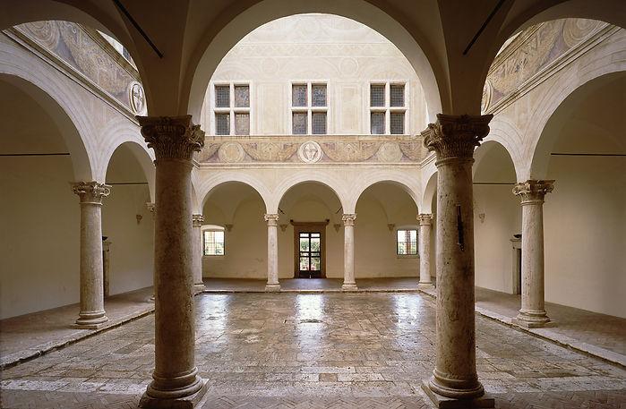 Cortile-Pal-Piccolomini (1).jpg