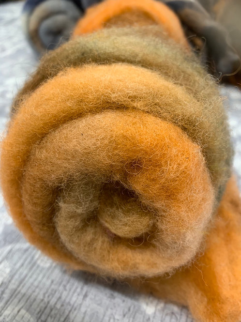 Hand dyed Finnsheep batt 050
