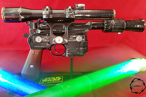 Réplique à l'échelle du blaster de Han solo avec présentoir