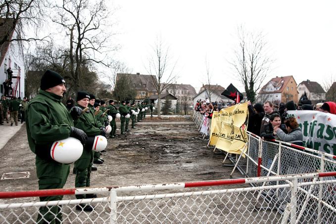 Demonstration gegen NPD-Parteitag
