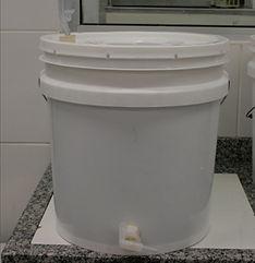 Balde fermentador usado para fazer cerveja