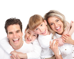 familia sonriendo