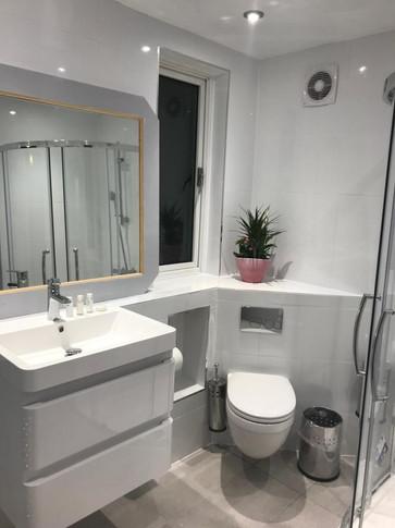 bathroom h3.jpg