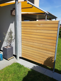 Moderner Sichtschutz aus Holz