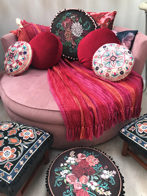 Pink round Daybed