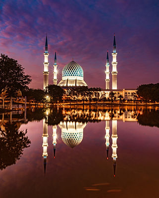 Mosques%20at%20Shah%20Alam%2C%20Malaysia