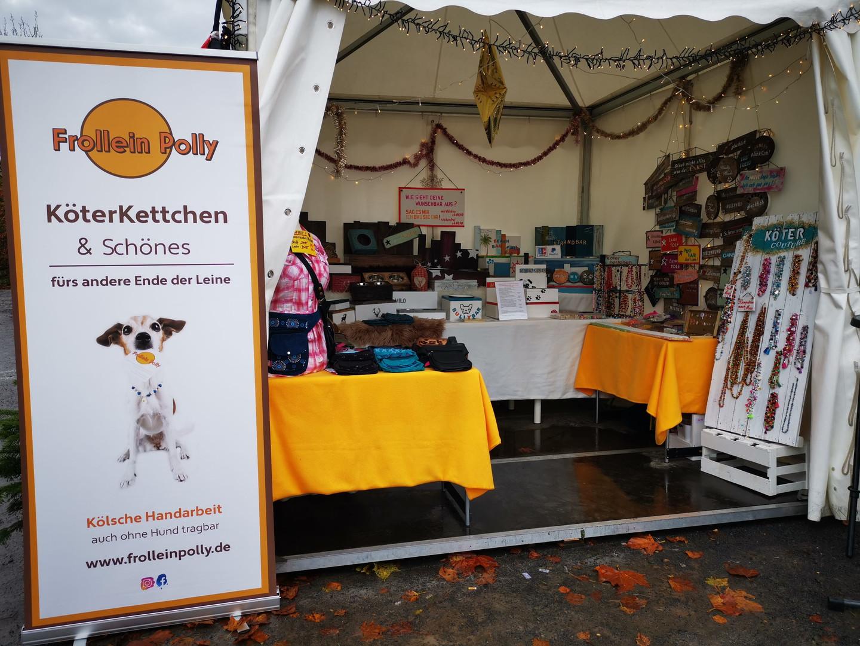 Frollein Polly auf dem Hundeweihnachtsmarkt, Gertrudenhof Hürth