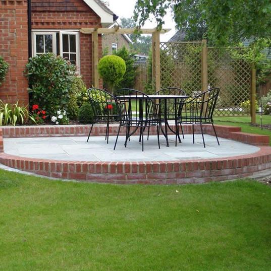 Front-garden-patio.jpg