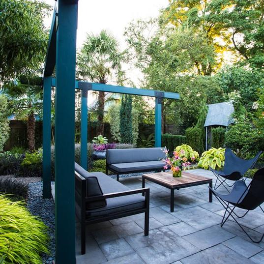 small-garden-tropical-garden-patio-lilly