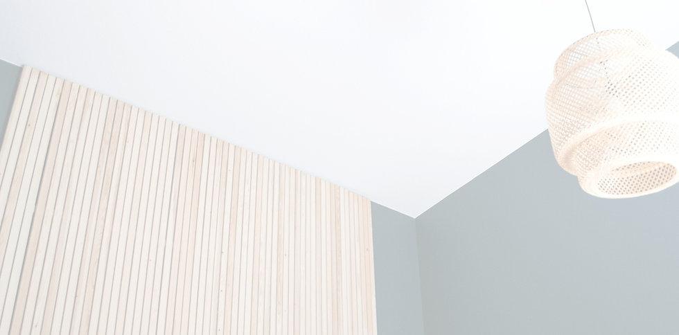 rimaseinä tikkurila sisustussuunnittelu makuuhuone ikea lamppu