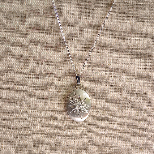 Flower of the Month Pewter Pendant - December