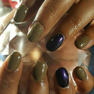 short acrylic nails with a plain polish....peanut butter and jelly!