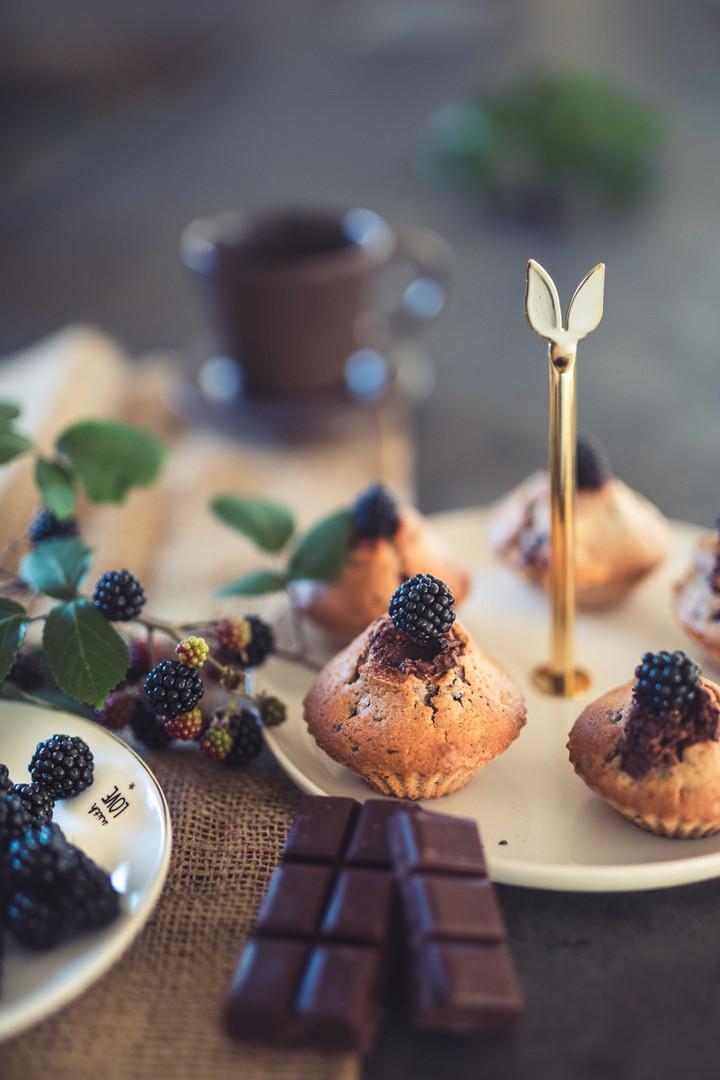 Photographie culinaire - muffin à la mûre sauvage & chocolat