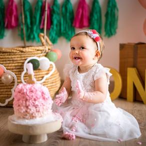 Smash the cake, séance photo du premier anniversaire de bébé.