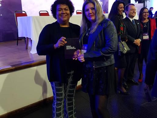 Secretária de Gestão e  Primeira Vice-Presidente do FONAC recebe prêmio Nacional  de Gestão.
