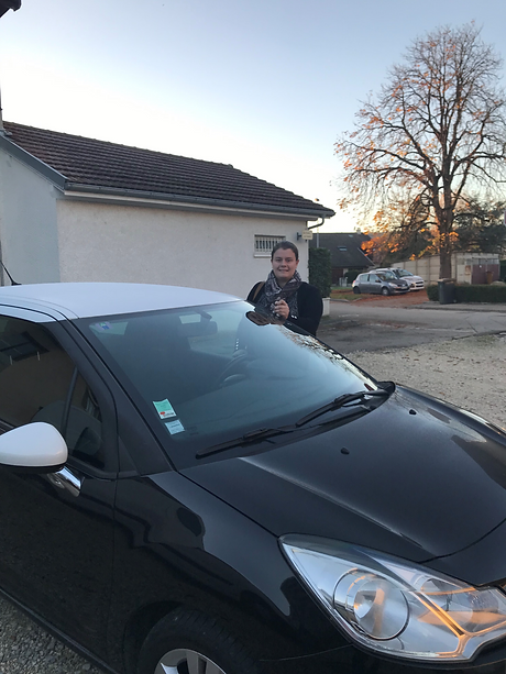 voiture%20moi_edited.png