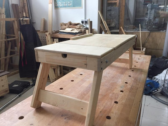 Laptop desk with tiltable top and foldable legs