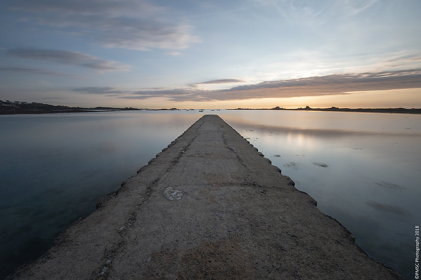 (Canvas) Vanishing Point, Cobo Bay Pier, Guernsey (PMC4988)