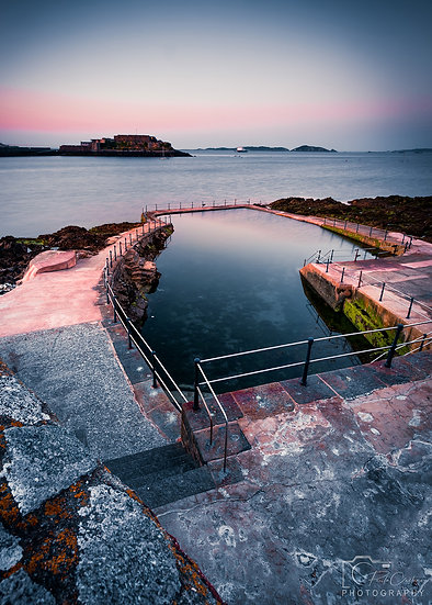 (Canvas)  Men's Bathing Pool, St. Peter Port  (PCP1958)