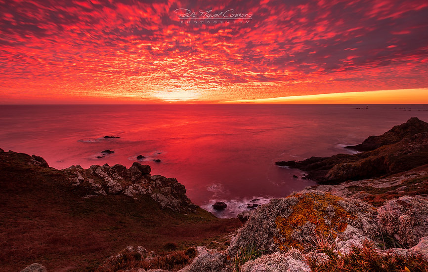 (Photo Framed) Red Mackerel Sky Sunset - Pleinmont - Guernsey (L/scape) (PCO5929