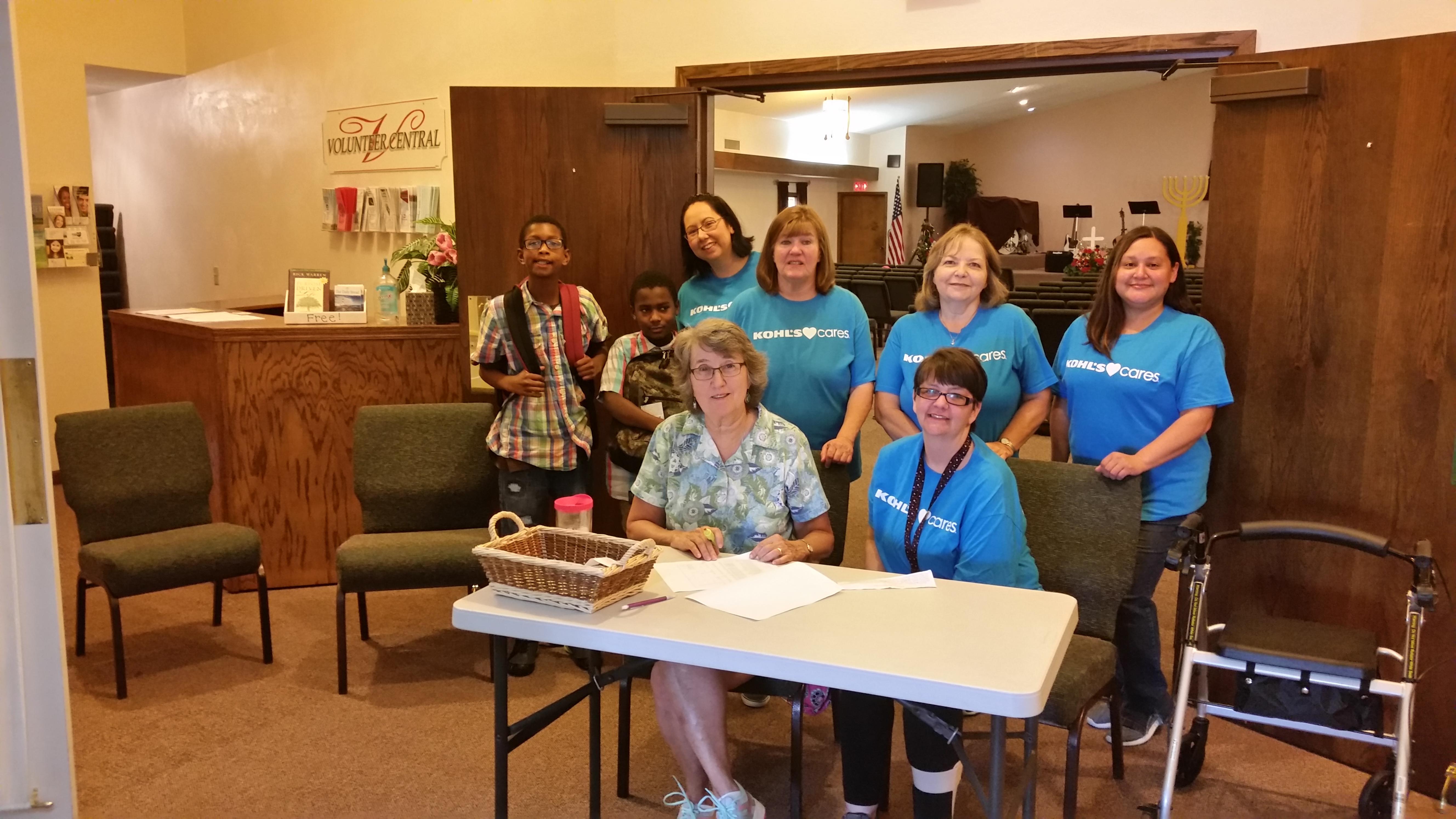 Kohl's Volunteers giving time!