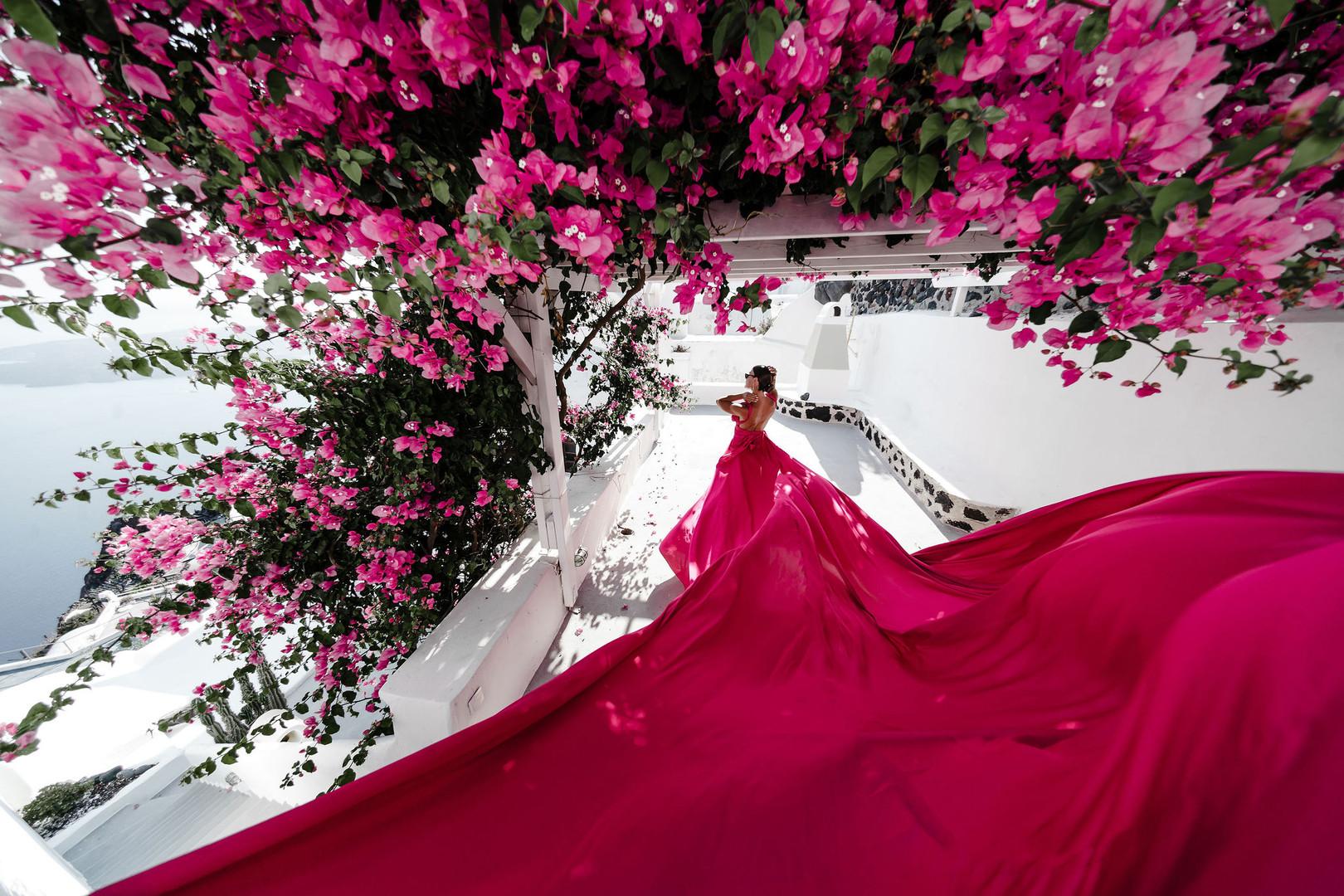 Photographer in Santorini, long flying dress in Santorini