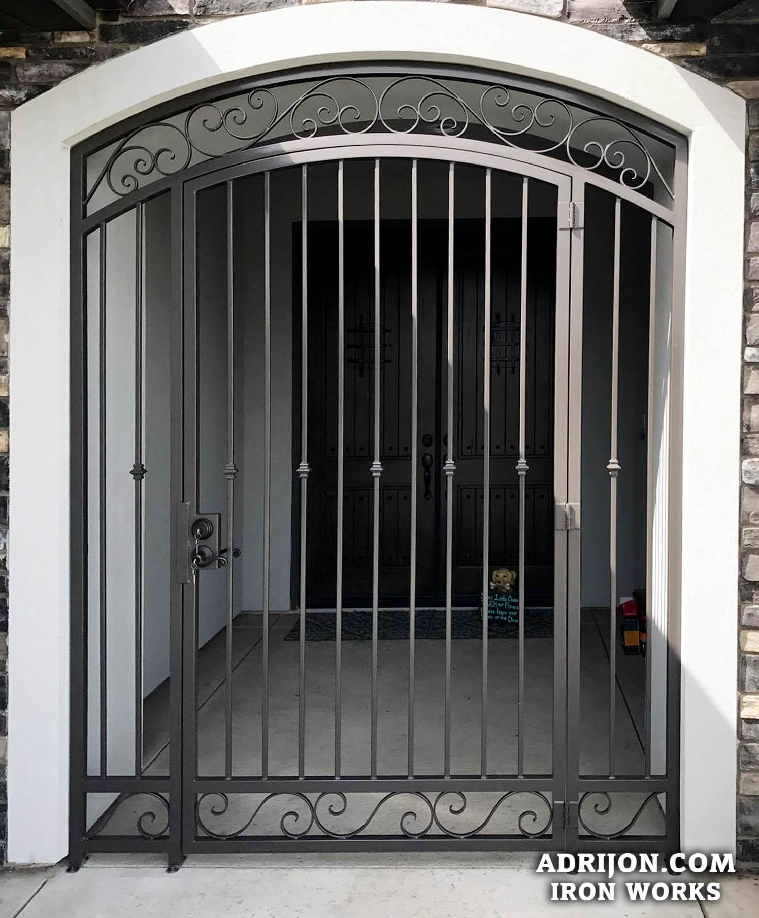 Gate (118)