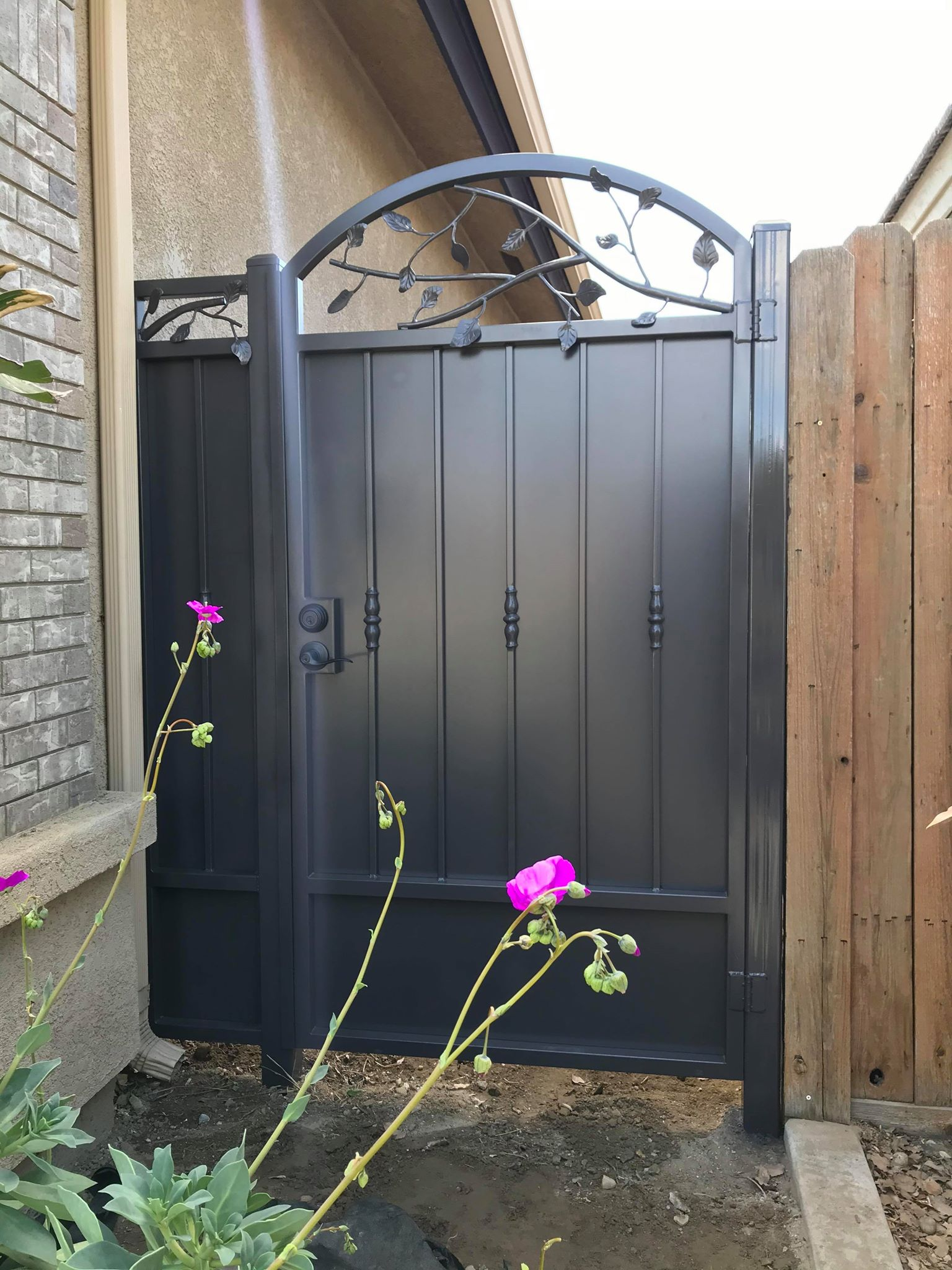 Side Gate (3)