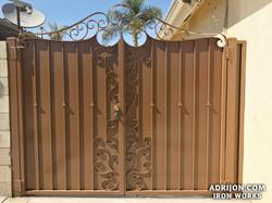Gate (117)