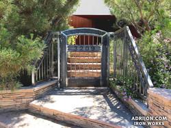 Gate (121)