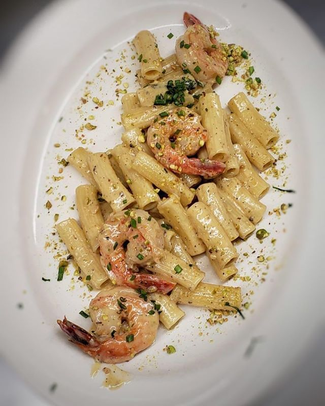 Rigatoni with shrimp and pistachio for y