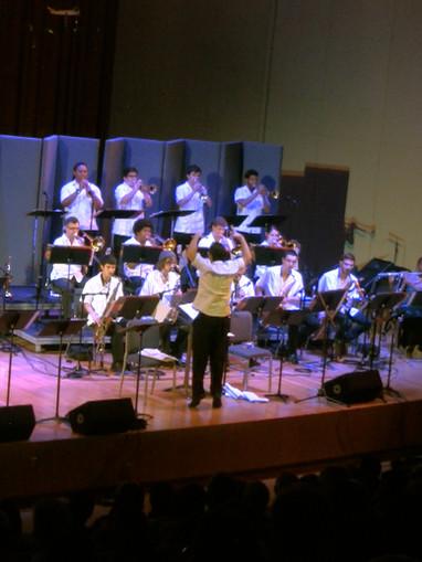 Rafael Piccolotto de Lima conducting Frost Salsa Band at University of Miami