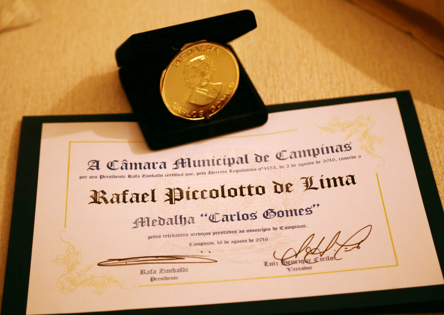 medalha e diploma carlos gomes.jpg