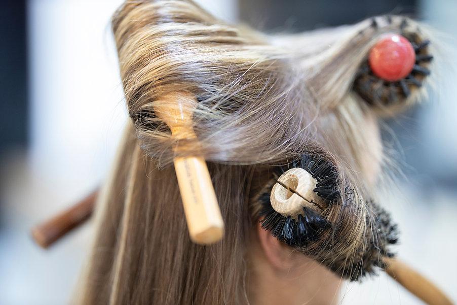 linea stiling hair