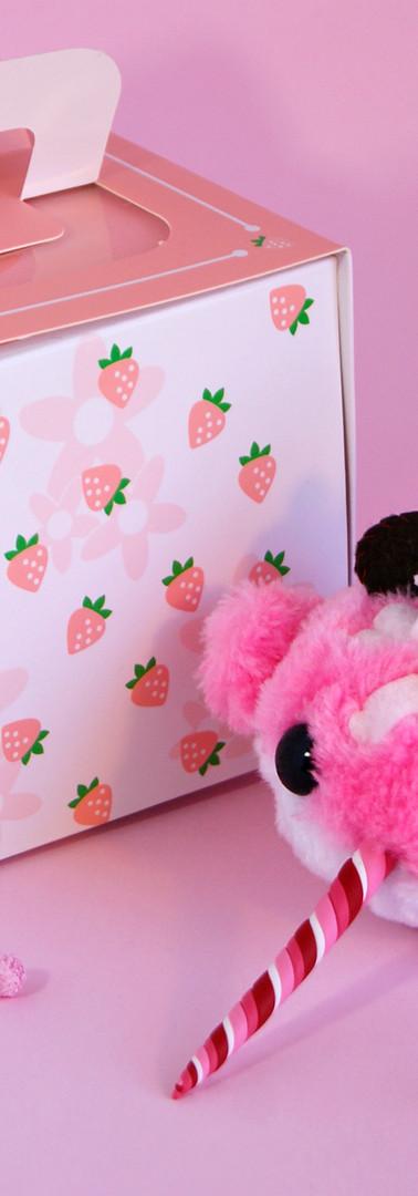 Peluche Candy Narwal pastel de fresa