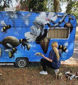 Caravan bijen bloemen.jpg