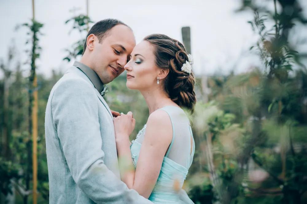 Hochzeitsfotograf Kassel aufnahme einer Braut im Feld