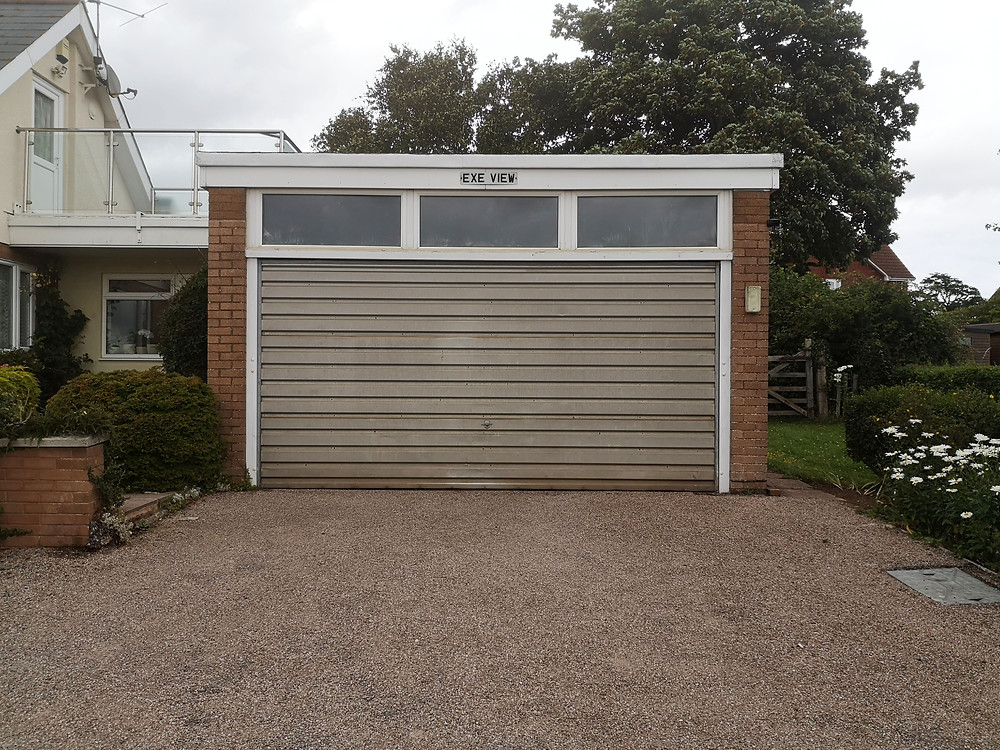 garage door, closed, little life, named Exe View