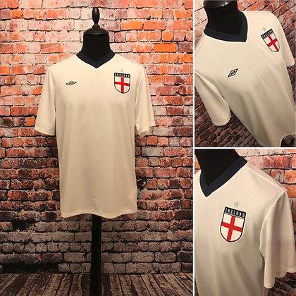 England T-shirt.