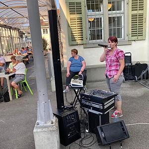 Musik mit Lederhosengirl (Sandra Agnelli)