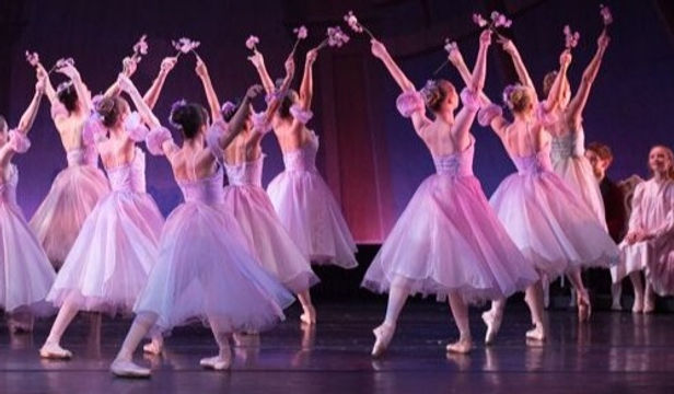 holiday-traditions-dances-patrelle-prese