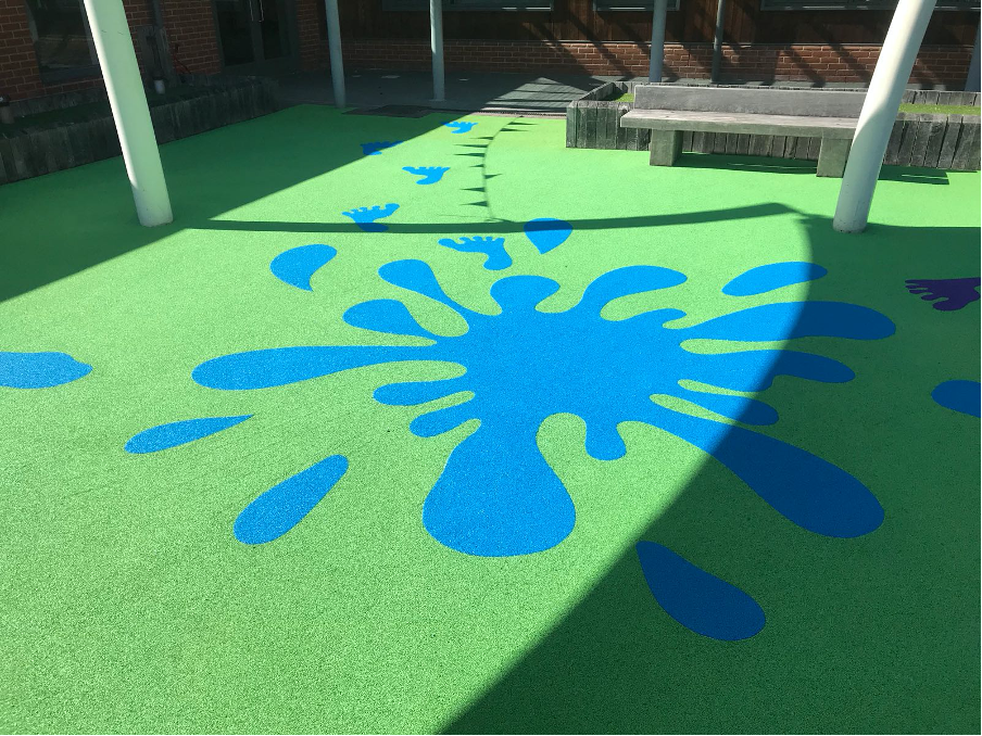 Wetpour Safety Surface with splash design