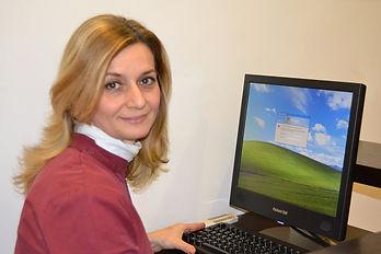 Patrizia D'Andrea, Assistente e segretaria dello studio, oltre ad aiutare i dottori nelle terapie, si occupa di rendere gradevole ai pazienti la loro seduta dal dentista