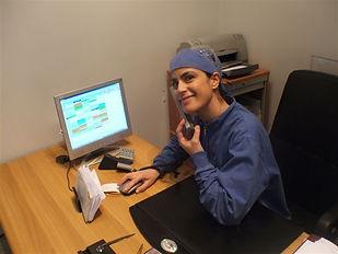 Debora Diana, Assistente e segretaria dello studio, oltre ad aiutare i dottori nelle terapie, si occupa di rendere gradevole ai pazienti la loro seduta dal dentista