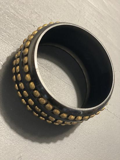 Bracciale resina nero mini borchie bronzo