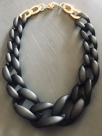 Collana a catena in resina nera